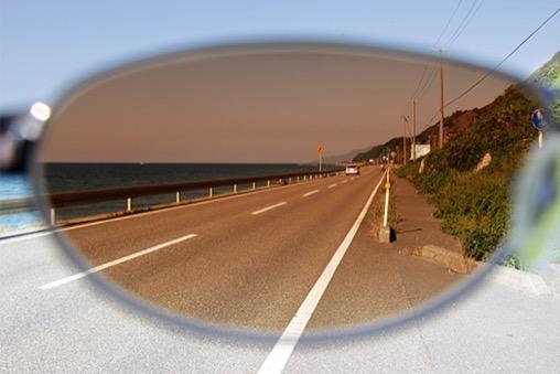 夏の日差しのイメージ