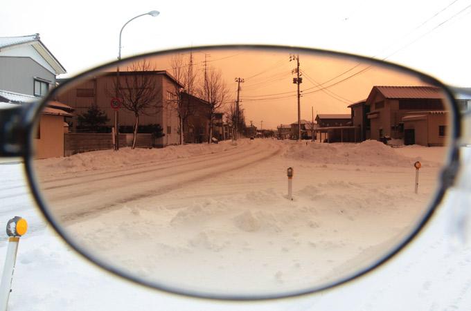 雪道サングラス越し
